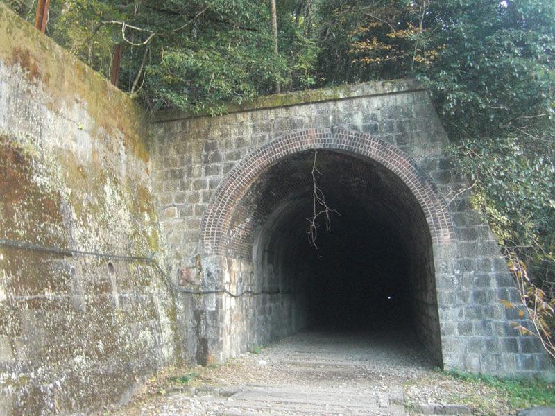 廃線敷内トンネル